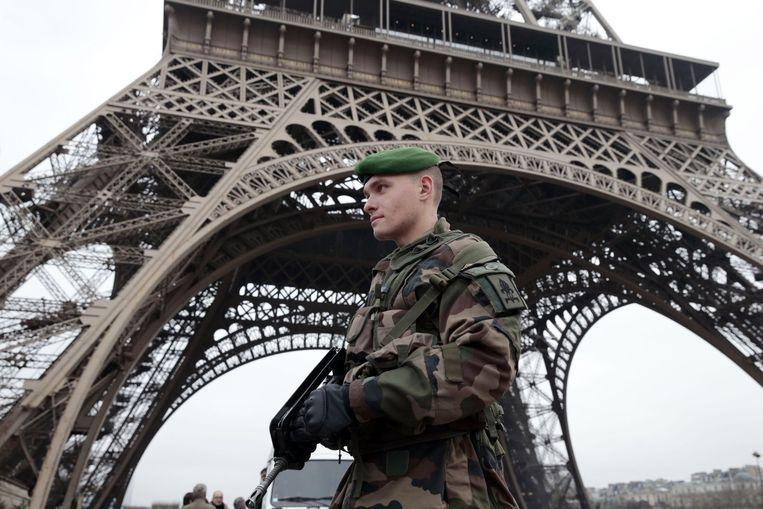 Bewaking bij de Eiffeltoren Beeld anp