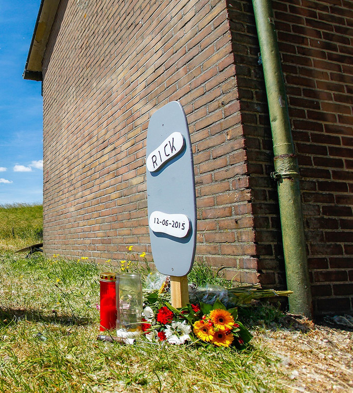 Het gedenkteken voor Rick in Nieuw-Beijerland.