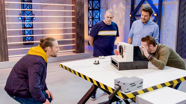 Lego Masters, seizoen 1, aflevering 6 op zaterdag 16 mei 2020 bij VTM. Op de foto: Björn en Corneel, Ruben Nicolai en Bas Brederode