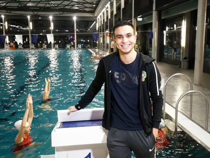 Badmeester Zakaria is dé clubheld van Zwemlust Den Hommel