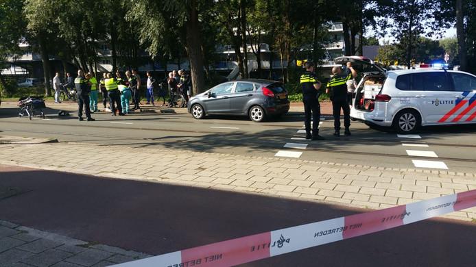 Het jongetje werd gisterochtend door een auto aangereden op de Margaretha van Hennebergweg in Loosduinen.