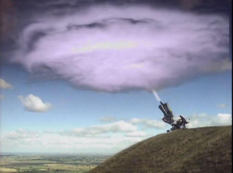 Beeld uit de videoclip 'Cloudbusting' van de Britse zangeres Kate Bush. Beeld