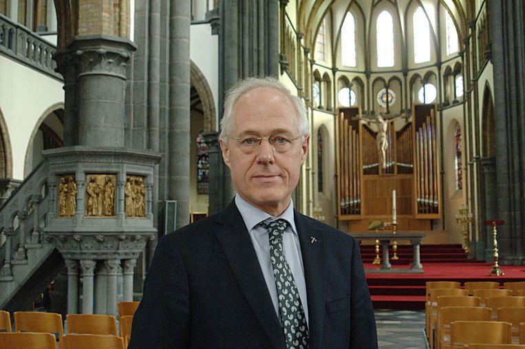 Volgens deken Geert Morlion zijn de Damiaankerk en de Sint-Michielskerk bedreigd.