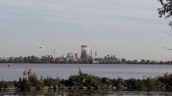 Industrieterrein Moerdijk en het Hollandsch Diep