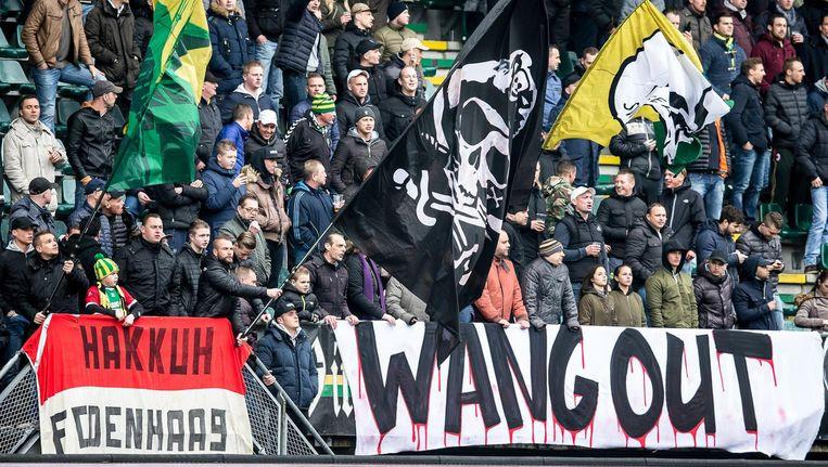 ADO-supporters roepen op tot het vertrek van Wang. Beeld Pro Shots