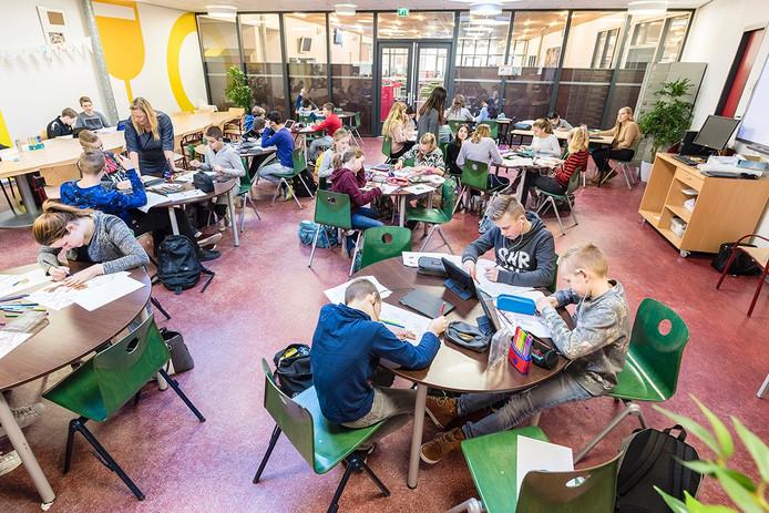 Ook t Ravelijn in Steenbergen werd uitgeroepen tot excellente school. 't Ravelijn kent zogeheten 'domeinen'. In zo'n domein wordt een vak gegeven, maar zijn de leerlingen gesplitst in meerdere lokalen. Archieffoto: Tonny Presser/Pix4Profs -