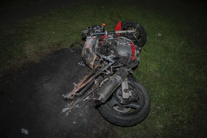 Motor verwoest door brand in Arnhem.