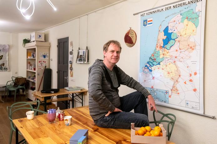 Wim Bos is vrijwilliger bij het integratiehuis.