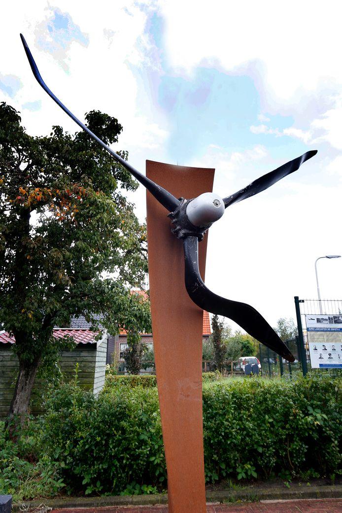 In Brandwijk staat een oorlogsmonument dat herinnert aan het neerstorten van een Lancaster.