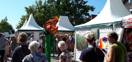 Drukte op kunstmarkt in Ootmarsum