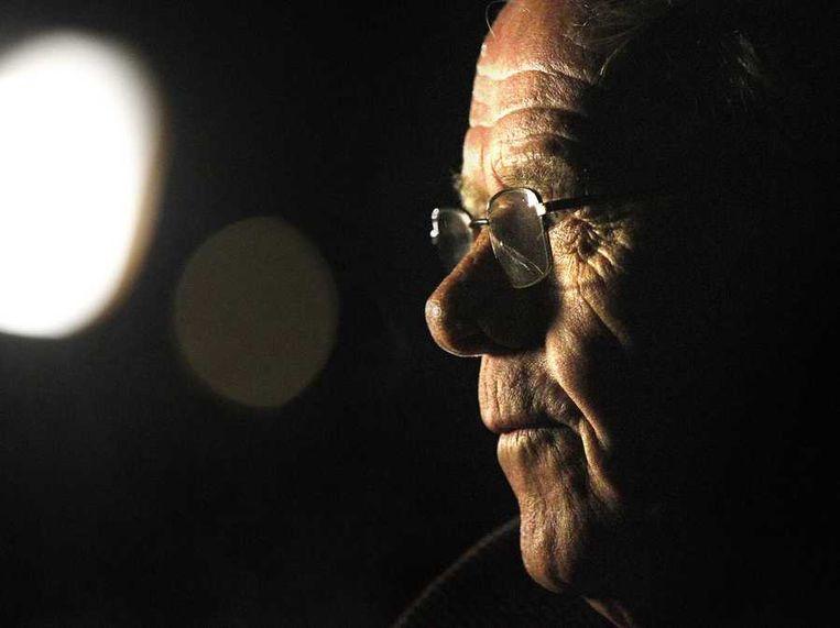 Bauke Vaatstra, de vader van Marianne, komt aan voor de bijeenkomst voor inwoners van Zwaagwesteinde Beeld null