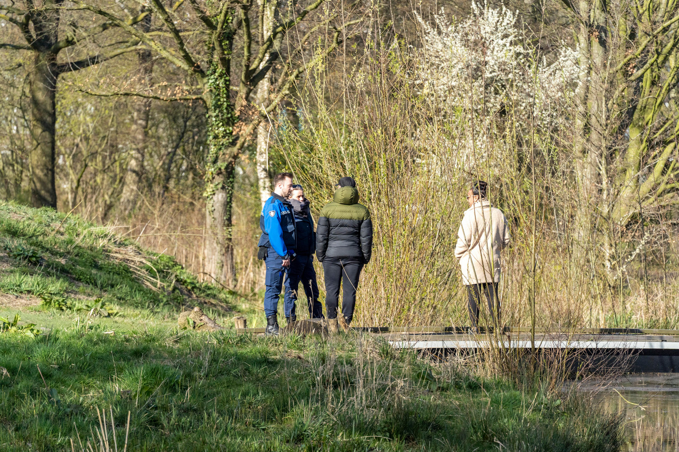 Handhavers verzoeken wandelaars dinsdag in het Lammetjeswiel om het gebied te verlaten, nadat het gebied per direct is gesloten.