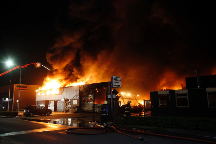 Zeer grote brand bij Addapt Chemicals in Helmond.