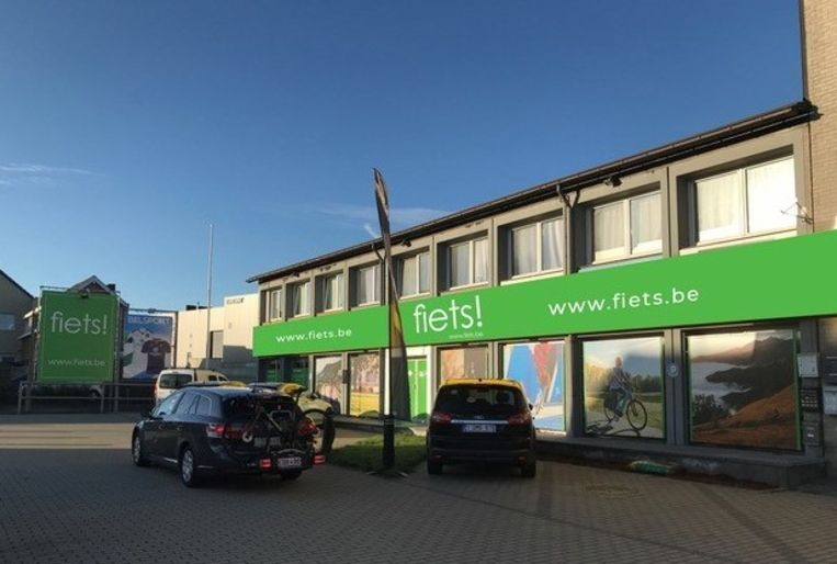 De gevel van de fietsenzaak in Brukom is alvast in het typische Fiets!-groen aangepast.