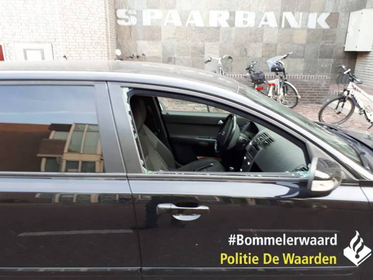 Agenten bevrijden meisje (7) uit afgesloten auto op braderie in Zaltbommel