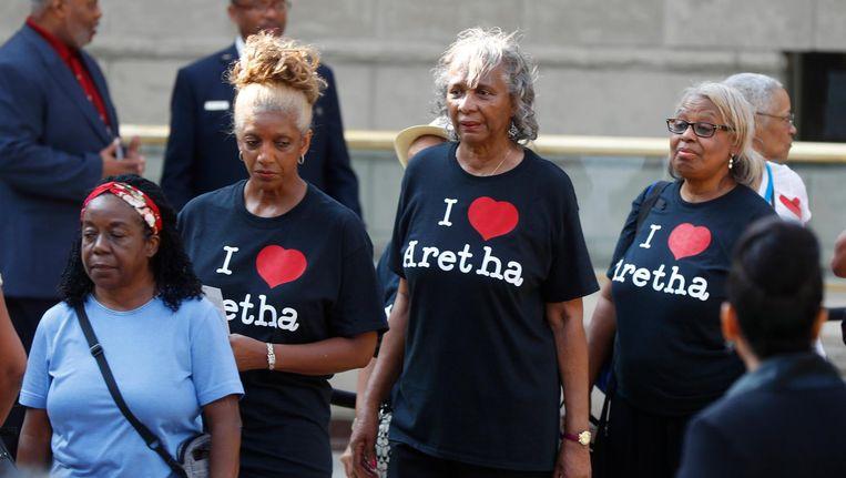 Fans van Franklin bewijzen haar een laatste eer bij het Charles H. Wright Museum of African American History in Detroit. Beeld anp