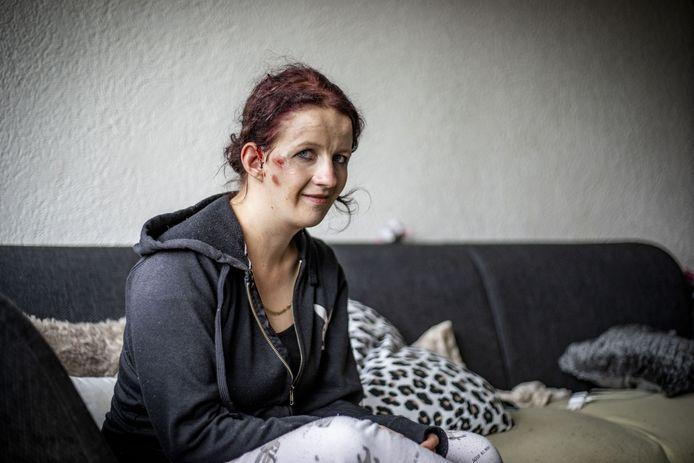 Bianca Pierik is rond middrnacht aangereden door een Volkswagen Lupo en raakte gewond: een hoofdwond en hersenschudding. De bestuurder reed door.