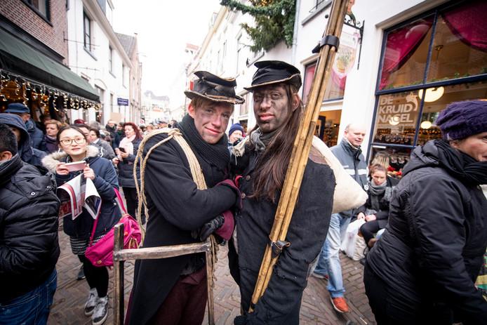 Een sfeerbeeld tijdens het Dickens Festijn.