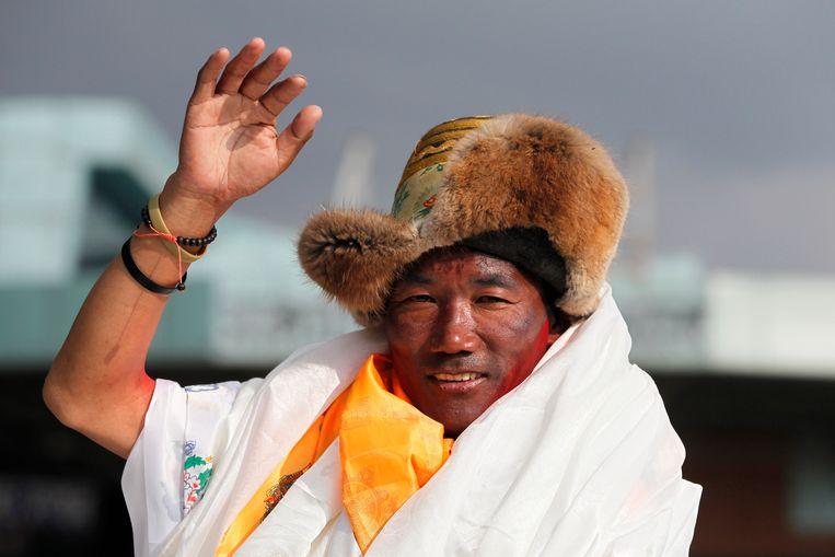 De Nepalese berggids Kami Rita. Vorig jaar werd Rita alleen recordhouder toen hij voor de 22e keer op de top arriveerde. Hij bedwong ook alle andere Himalayareuzen, waaronder de K2.