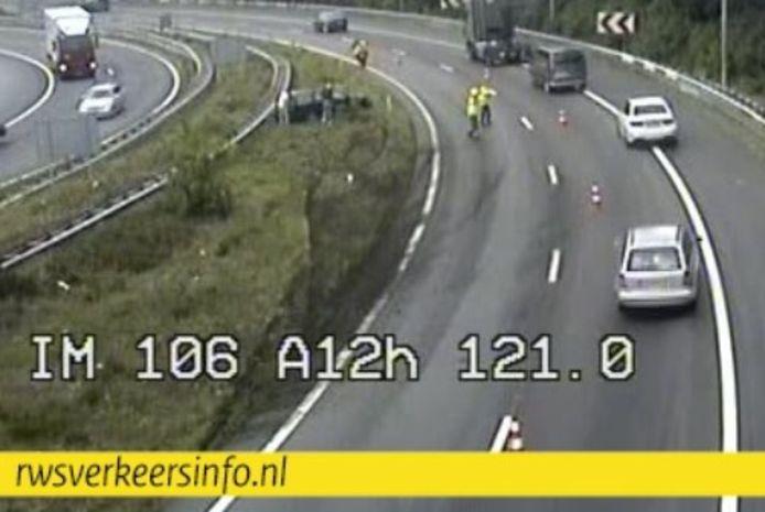 Camerabeeld van de snelweg A12 bij knooppunt Grijsoord na de 'glijpartij'.