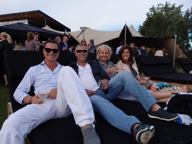 Ronald Schouten (Byfusion), facilitair manager Peter Somers, Brenda Schouten (zorg) en Sandra Kok (vlnr, Rabobank): 'Vanavond mogen ze niet netwerken van ons.' Beeld Schuim