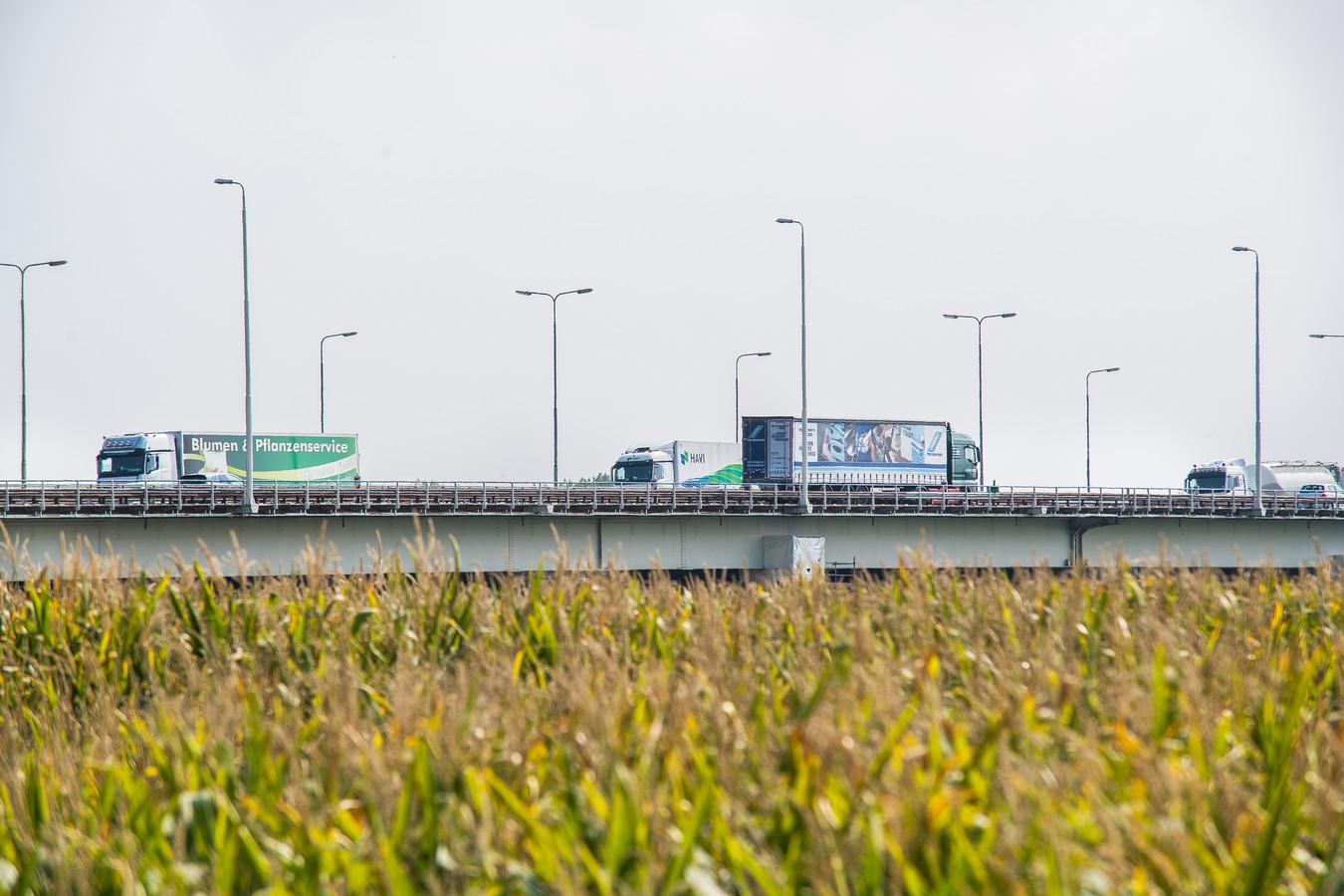 De IJsselbrug naar Duitsland.