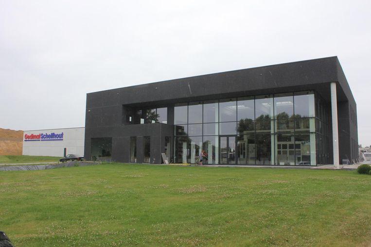 Het bouwmaterialenbedrijf Schelfhout mag voorlopig blijven staan.