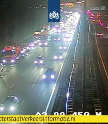 Fileleed in de ochtendspits na ongeval op A12 en aanrijding met voertuig wegwerkers op A15