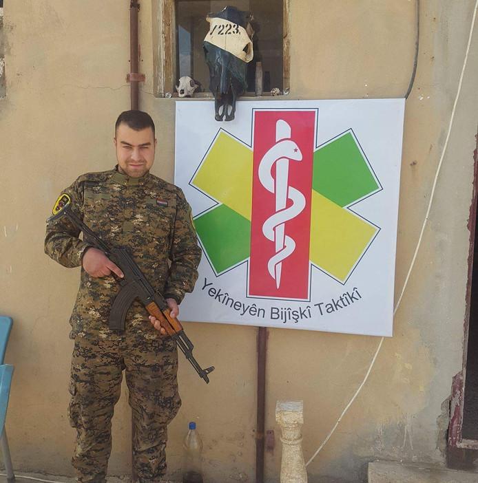 Brabander Devin trok met de  Koerdische strijdgroep YPG op tegen IS. Hij zegt niet gevochten te hebben, het Openbaar Ministerie vervolgt hem toch.