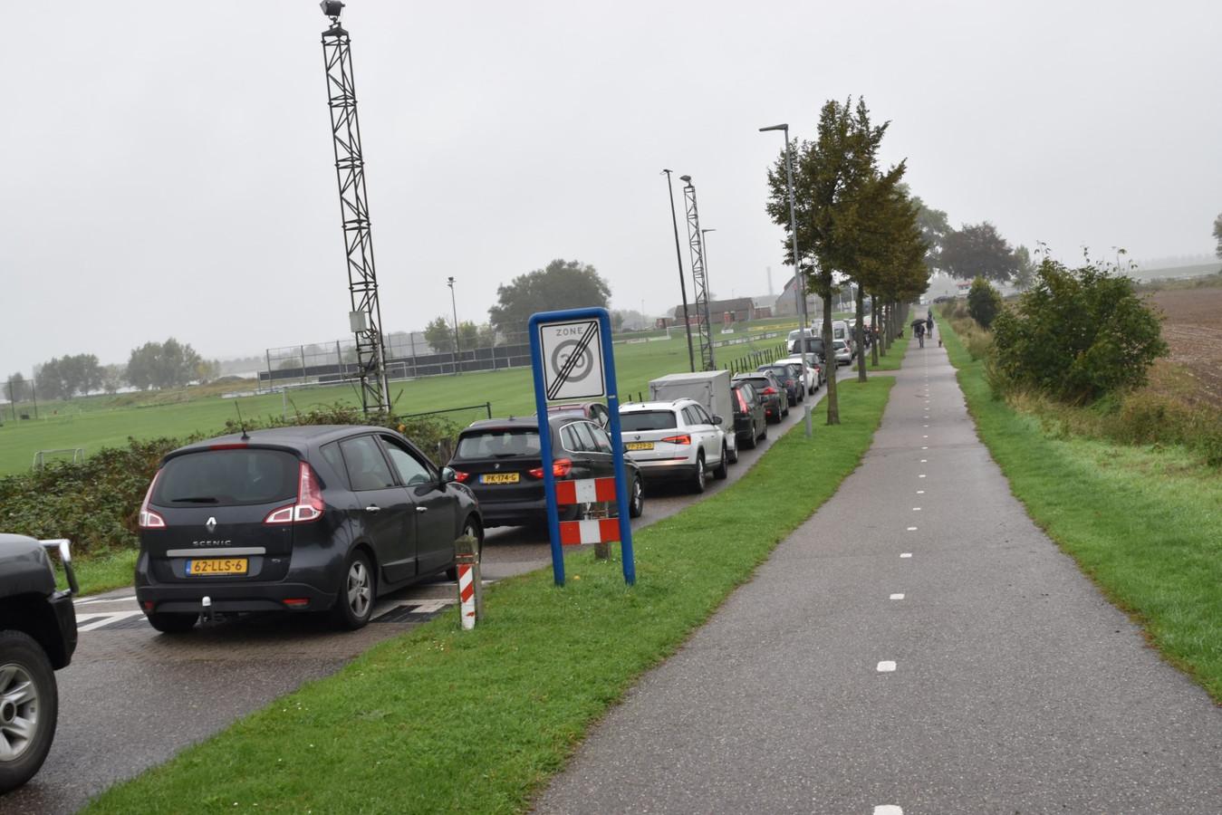 In oktober 2019 was de A2 tussen Empel en Deil afgesloten, van zuid naar noord dus. Dat leidde tot grote drukte bij de pont in Brakel. Vanaf vrijdag 2 oktober zal de rij vooral in Herwijnen staan.