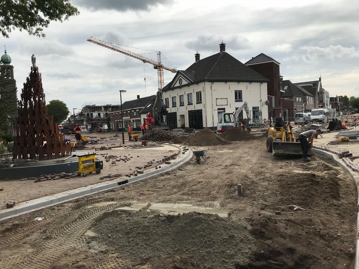 Aan de splitsing Schutsboomstraat, Runstraat, Pastoor van Winkelstraat in Schaijk wordt nog zeker twee weken gewerkt.