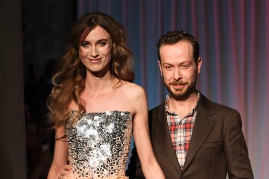 Jan Taminiau en een model, maandag op de catwalk.