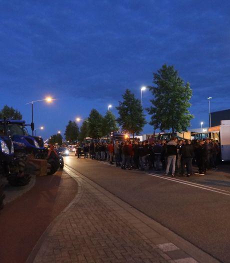 Boeren ook in Brabant in actie tegen veevoerbeleid, toegang Kuehne + Nagel in Veghel geblokkeerd