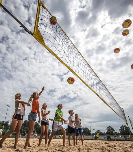 Beachveld op sportpark Marslanden in Zwolle officieel geopend