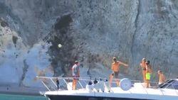 Alsof het niets is: Francesco Totti pakt uit met puntgave volley van de ene boot richting de andere