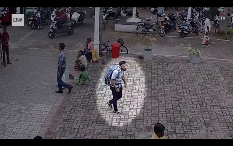 Een jonge zelfmoordterrorist werd gefilmd met zijn explosievenrugzak, net voor een aanslag in de kerk. Kleine kans dat een lokaal moslimgroepje iemand in huis heeft die zo'n rugzak kan 'prepareren'.