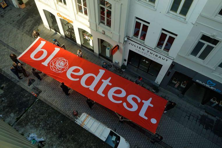 Deze enorme banner komt zaterdag naar Tielt