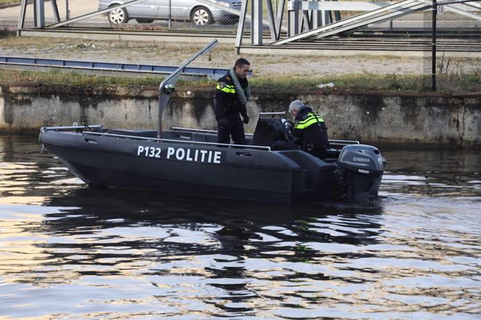 In het Wilhelminakanaal in Best is de politie bezig met een zoekactie naar de vermiste Belgische kickbokser Marc de Bonte.