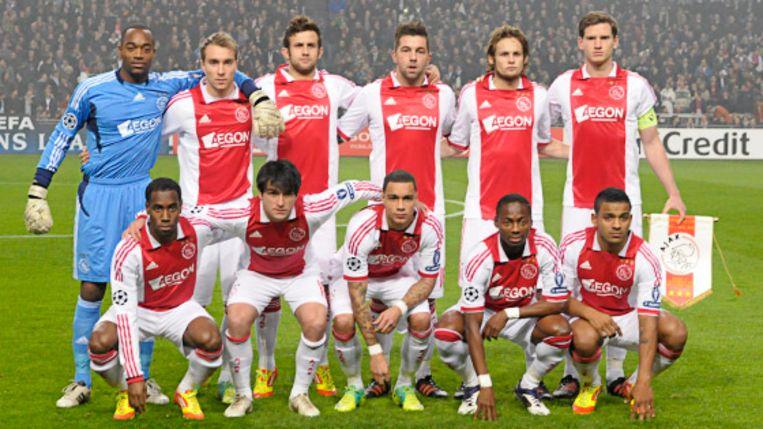 Ajax voor de Champions Leaguewedstrijd tegen Real Madrid in 2011 met Jan Vertonghen als kapitein.