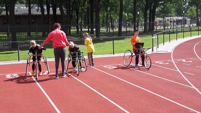Met de racerunners kunnen mensen met een beperking makkelijker 'lopen'.