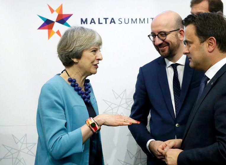 Theresa May in gesprek met premier Charles Michel en zijn Luxemburgse collega Xavier Bettel.