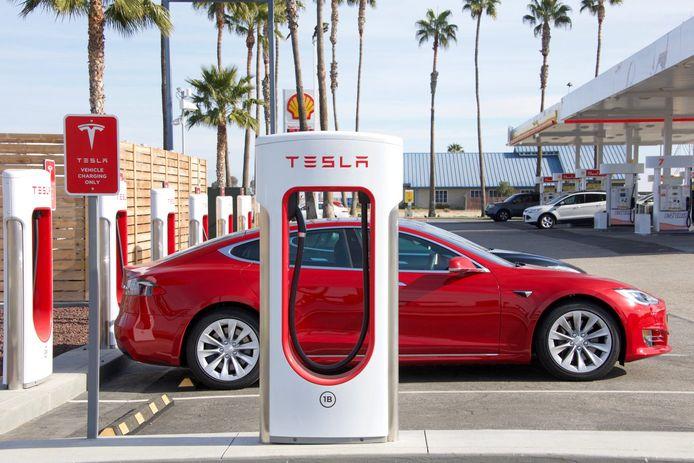 Tesla's aandelen worden gesplitst zodat ze beter te behappen zijn voor de kleine belegger