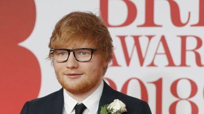 Artiesten met witte roos op loper Brit Awards