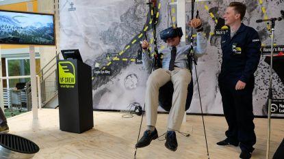 Minister Muyters test virtuele parapente in Technopolis