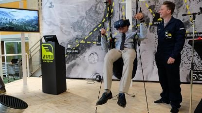 Minister Muyters test virtuele parapente in Technopolis