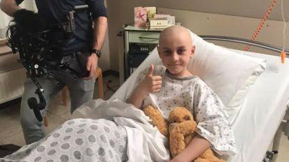 Jongen (9) uit Knokke-Heist laat zich kaalscheren voor campagne tegen kanker en schittert in videoclip