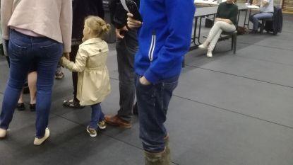 Bewoners Leenhaag trokken hun laarzen aan om te gaan stemmen