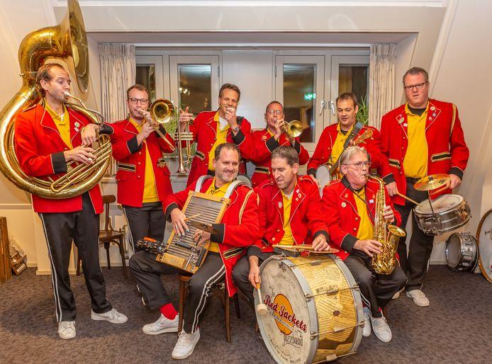 De Red Jackets Jazzband viert zaterdag vanaf 20.00 uur in Café Krijnen het 10-jarig bestaan.