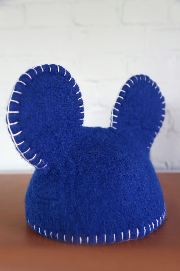 Vilten stolp 'Warm' is een ontwerp van Edward van Vliet voor Social Label, gemaakt in de werkplaats van Stichting Vrolijk Werk. Klein: € 45, groot: € 65. sociallabel.nl Beeld RV