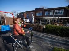 Zangeres Annet Nikamp verrast bewoners Nijverdals zorgcentrum met optreden: 'Ze hebben enorm genoten'